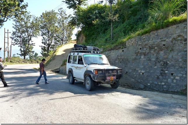 101106_P1020497_Nepal, nach Kathmandu, unterwegs, unser Taxi-Jeep