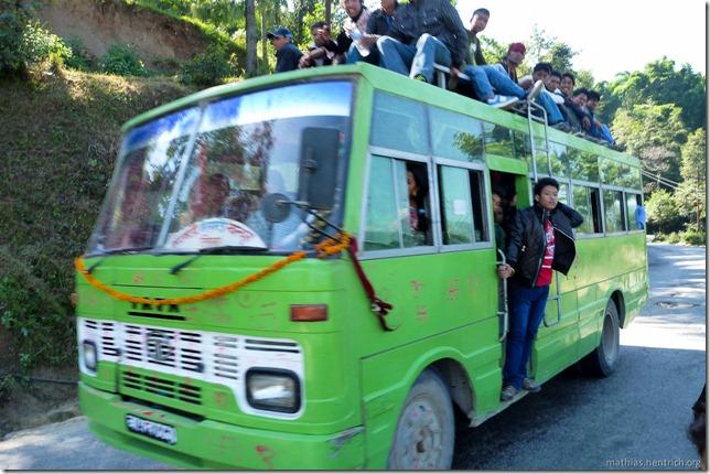 101106_P1020498_Nepal, nach Kathmandu, unterwegs, voller Bus