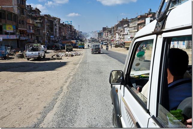 101106_P1020501_Nepal, nach Kathmandu, unterwegs, Stadteinfahrt