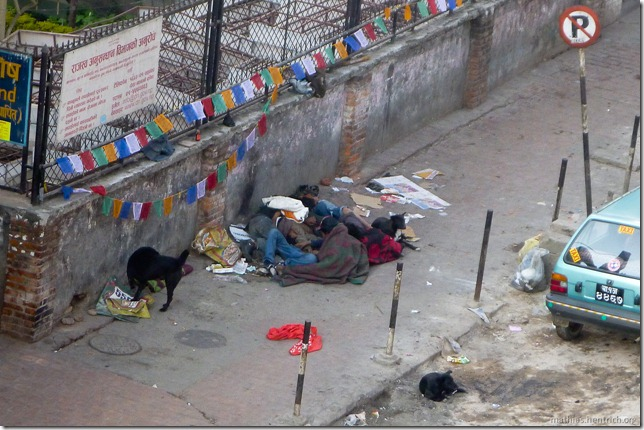 101110_P1020588_Nepal, Kathmandu, Thamel, Hotel Ausblick, Straßenkinder