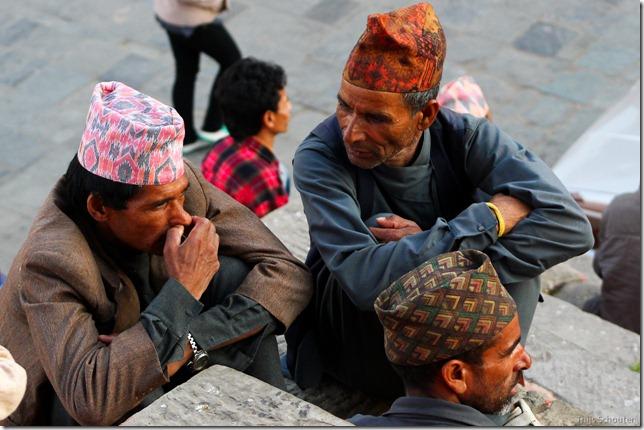 101110_TS-IMG_2802_Nepal, Kathmandu, unterwegs, Männer unterhalten sich