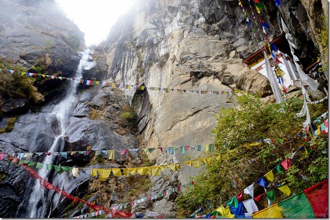 101119_P1030292_Bhutan, Paro, Tigers Nest, Aussicht, Wasserfall