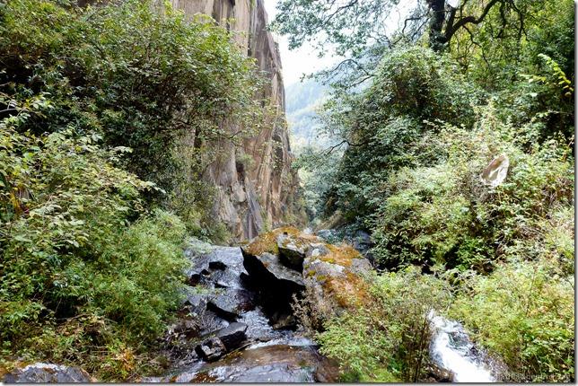 101119_P1030305_Bhutan, Paro, Tigers Nest, Aussicht, Wasserfall
