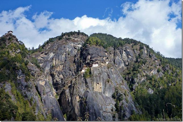 101119_P1030336_Bhutan, Paro, Tigers Nest, Tempel in Felsenwand