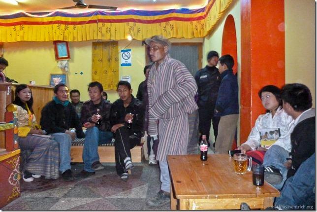 101122_P1030571_Bhutan, Paro, Karaoke-Club, Gesellschaft