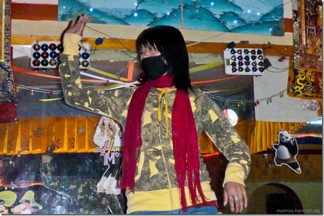 101122_P1030575_Bhutan, Paro, Karaoke-Club, Tanz